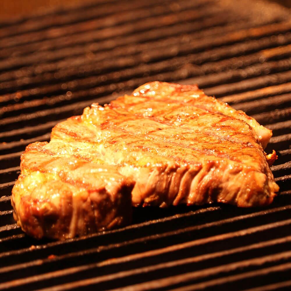 焼いているお肉