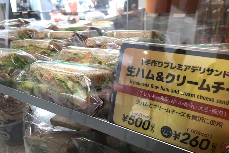 tokusyukai store A&W PLUS CAFE中部徳洲会病院店